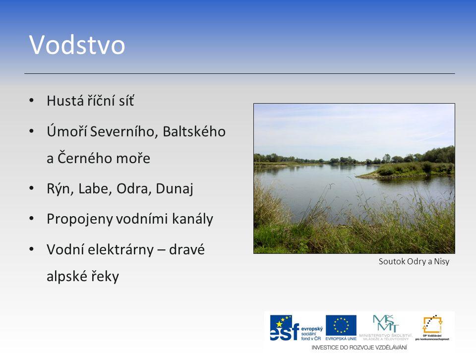 Vodstvo Hustá říční síť Úmoří Severního, Baltského a Černého moře