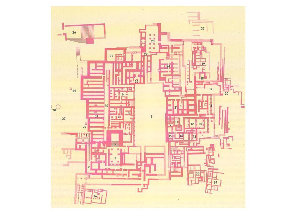 Půdorys knósského paláce: zhruba čtvercová plocha o rozloze 20 000 čtverečních metrů. Orientován severojižně jako všechny mínojské paláce, kolem velkého hlavního nádvoří (délka 50m). Množství síní obklopených světlíky. Změť chodeb a nesmírná složitost sídla – vyvolávaly pověst o labyrintu. Pouze dva vchody, jeden v severní, druhý v jižní části.V západním sídle skladiště, trůnní sál v severozápadní části.Síň dvohbřitých seker.