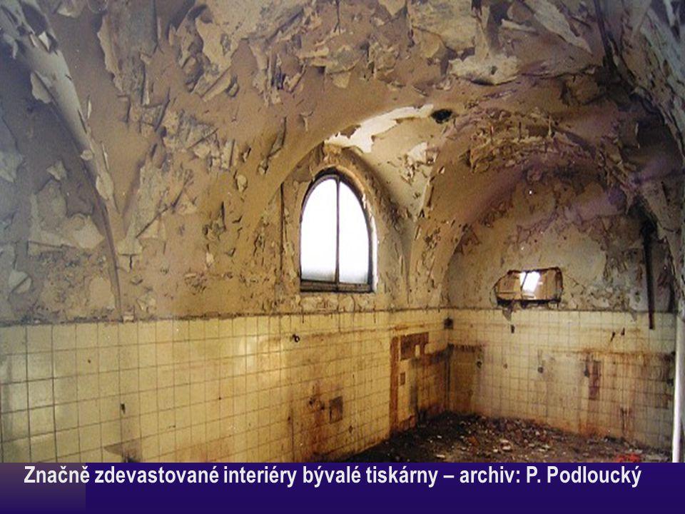 Značně zdevastované interiéry bývalé tiskárny – archiv: P. Podloucký