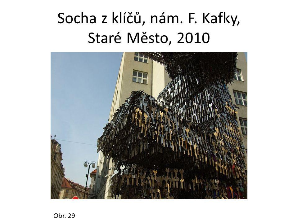 Socha z klíčů, nám. F. Kafky, Staré Město, 2010