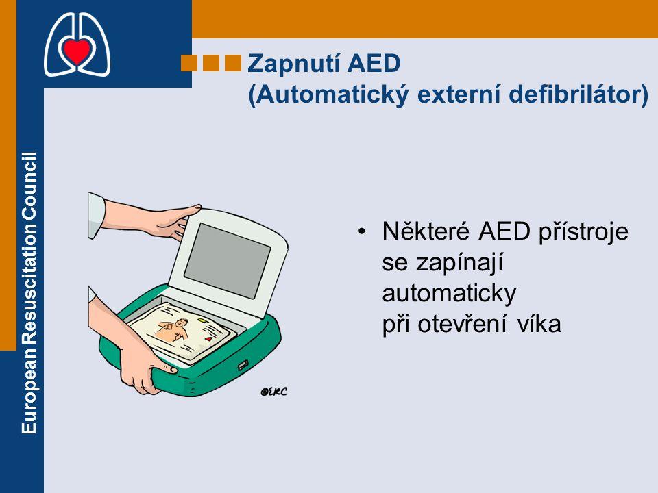 Zapnutí AED (Automatický externí defibrilátor)