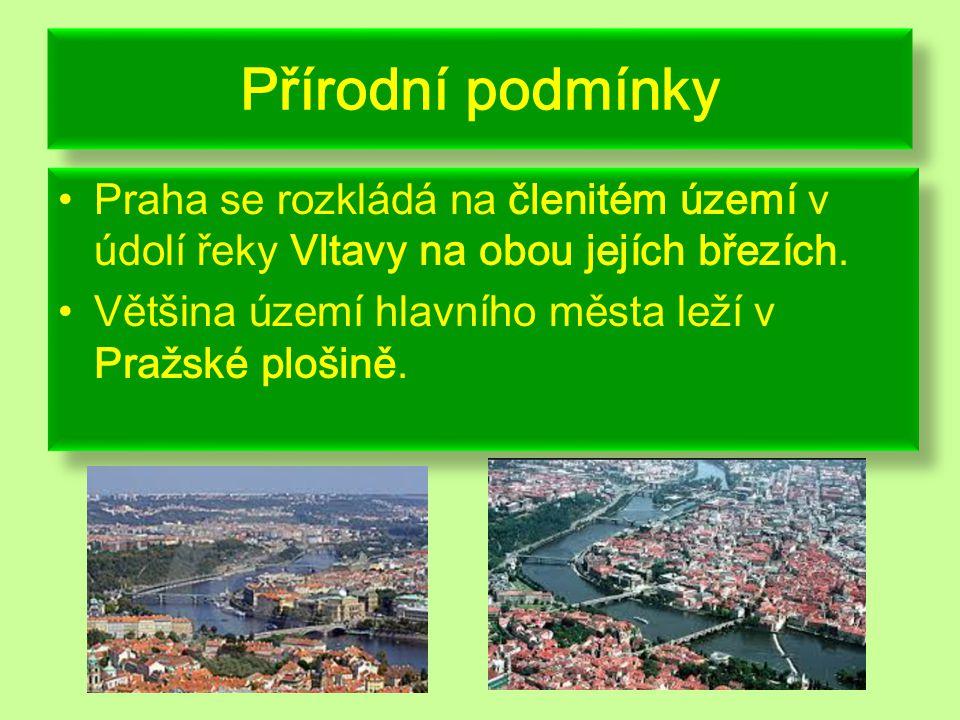 Přírodní podmínky Praha se rozkládá na členitém území v údolí řeky Vltavy na obou jejích březích.