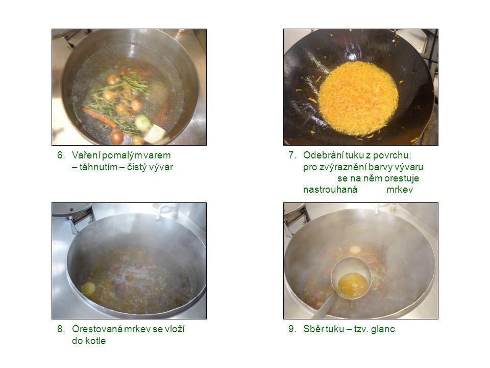 6. Vaření pomalým varem – táhnutím – čistý vývar. Odebrání tuku z povrchu; pro zvýraznění barvy vývaru se na něm orestuje nastrouhaná mrkev.