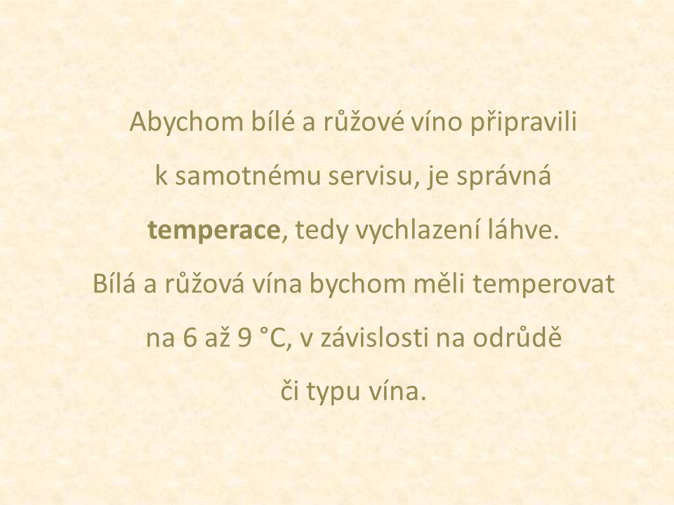 Abychom bílé a růžové víno připravili k samotnému servisu, je správná