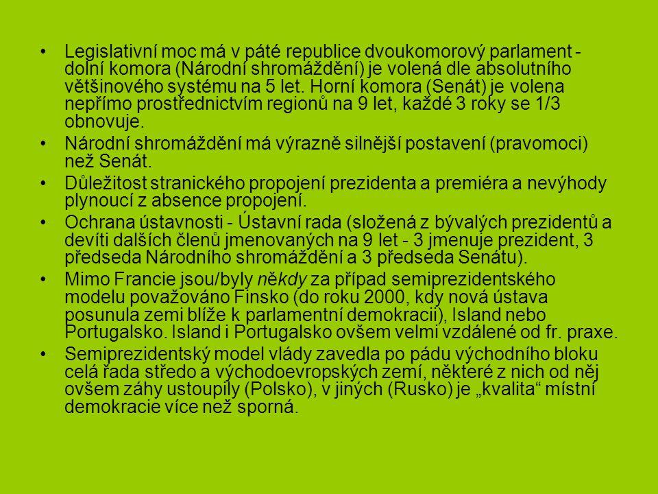 Legislativní moc má v páté republice dvoukomorový parlament - dolní komora (Národní shromáždění) je volená dle absolutního většinového systému na 5 let. Horní komora (Senát) je volena nepřímo prostřednictvím regionů na 9 let, každé 3 roky se 1/3 obnovuje.
