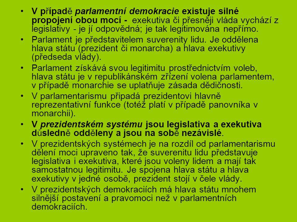 V případě parlamentní demokracie existuje silné propojení obou mocí - exekutiva či přesněji vláda vychází z legislativy - je jí odpovědná; je tak legitimována nepřímo.