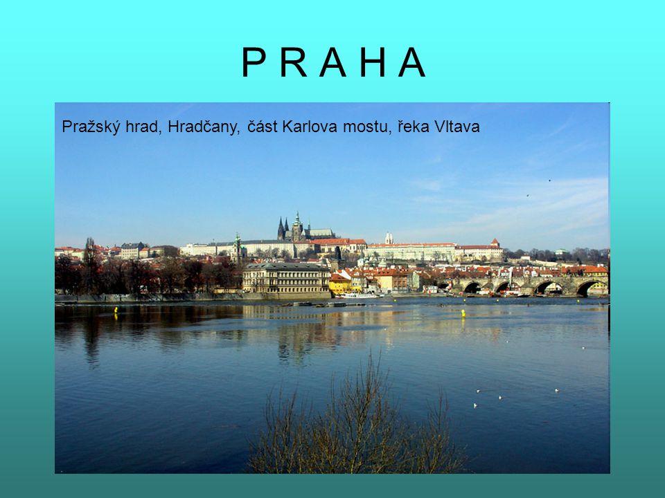 P R A H A Pražský hrad, Hradčany, část Karlova mostu, řeka Vltava