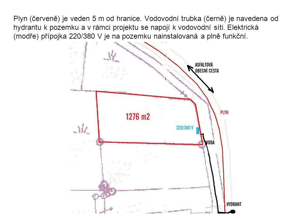 Plyn (červeně) je veden 5 m od hranice