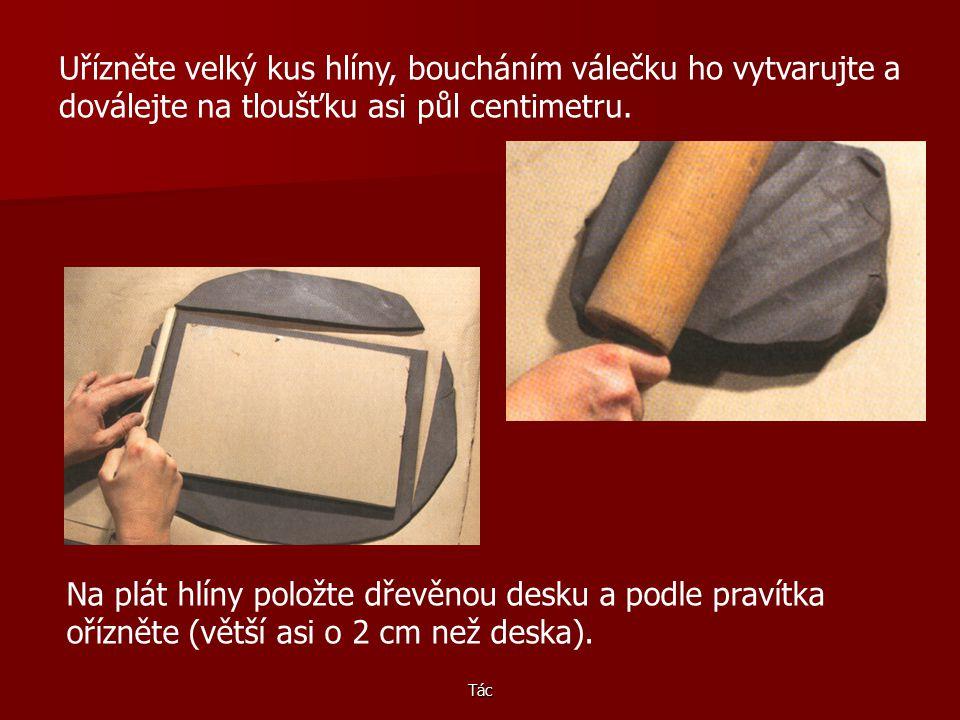 Uřízněte velký kus hlíny, boucháním válečku ho vytvarujte a doválejte na tloušťku asi půl centimetru.