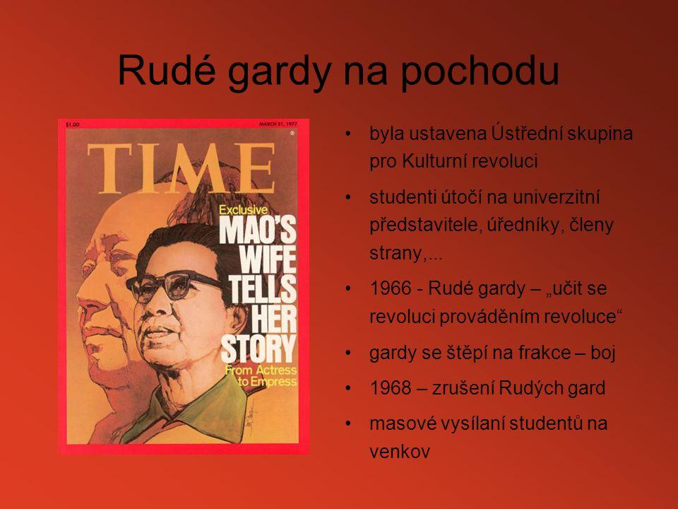 Rudé gardy na pochodu byla ustavena Ústřední skupina pro Kulturní revoluci.