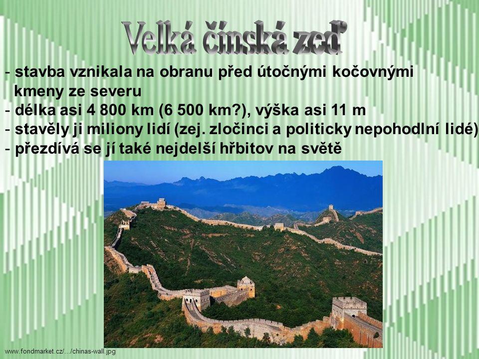 Velká čínská zeď stavba vznikala na obranu před útočnými kočovnými