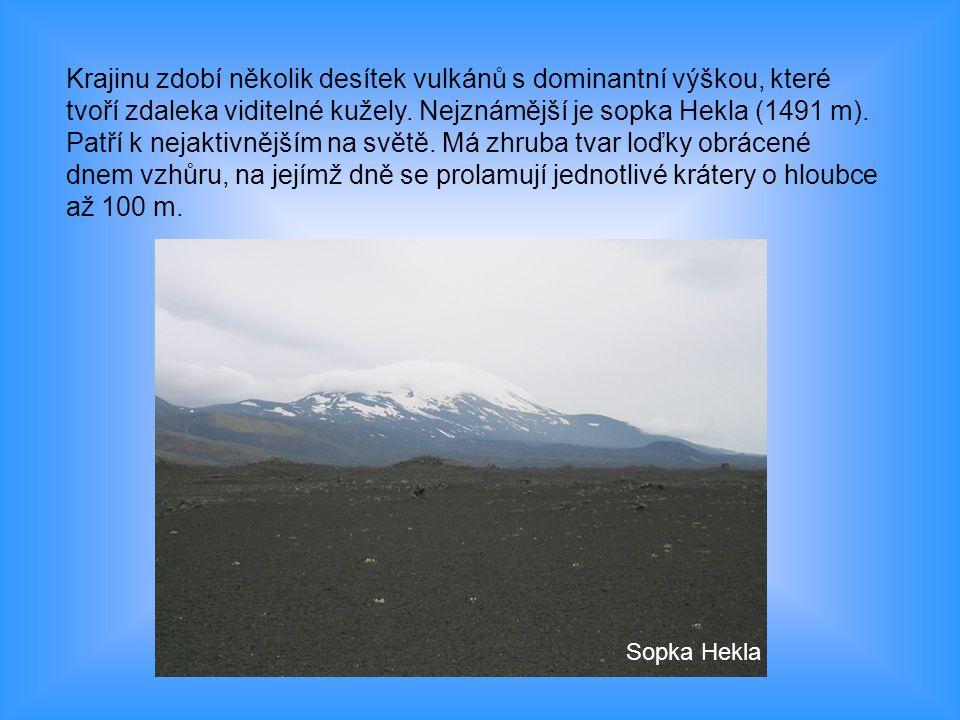 Krajinu zdobí několik desítek vulkánů s dominantní výškou, které tvoří zdaleka viditelné kužely. Nejznámější je sopka Hekla (1491 m). Patří k nejaktivnějším na světě. Má zhruba tvar loďky obrácené dnem vzhůru, na jejímž dně se prolamují jednotlivé krátery o hloubce až 100 m.