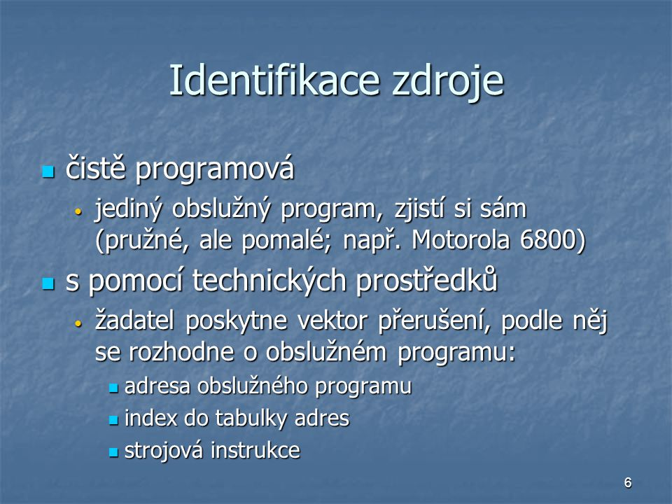 Identifikace zdroje čistě programová s pomocí technických prostředků