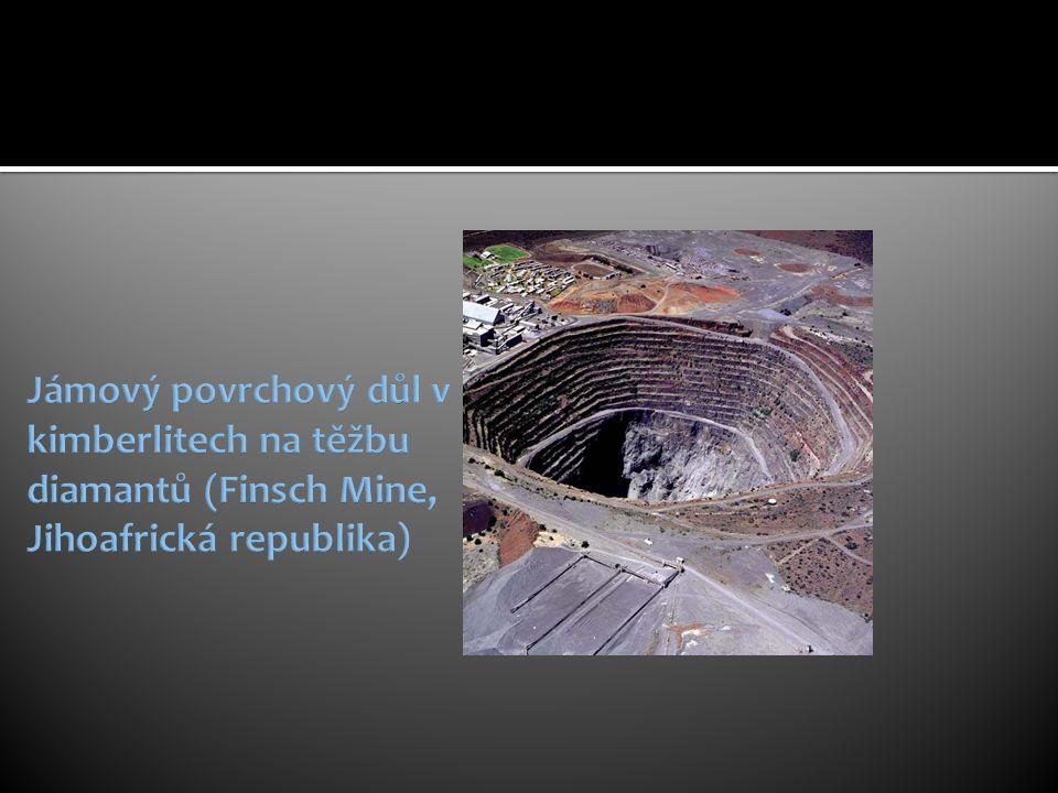 Jámový povrchový důl v kimberlitech na těžbu diamantů (Finsch Mine, Jihoafrická republika)