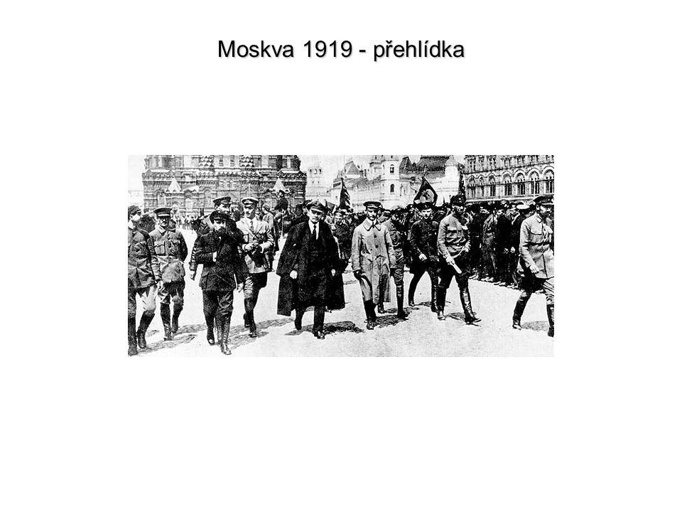 Moskva 1919 - přehlídka