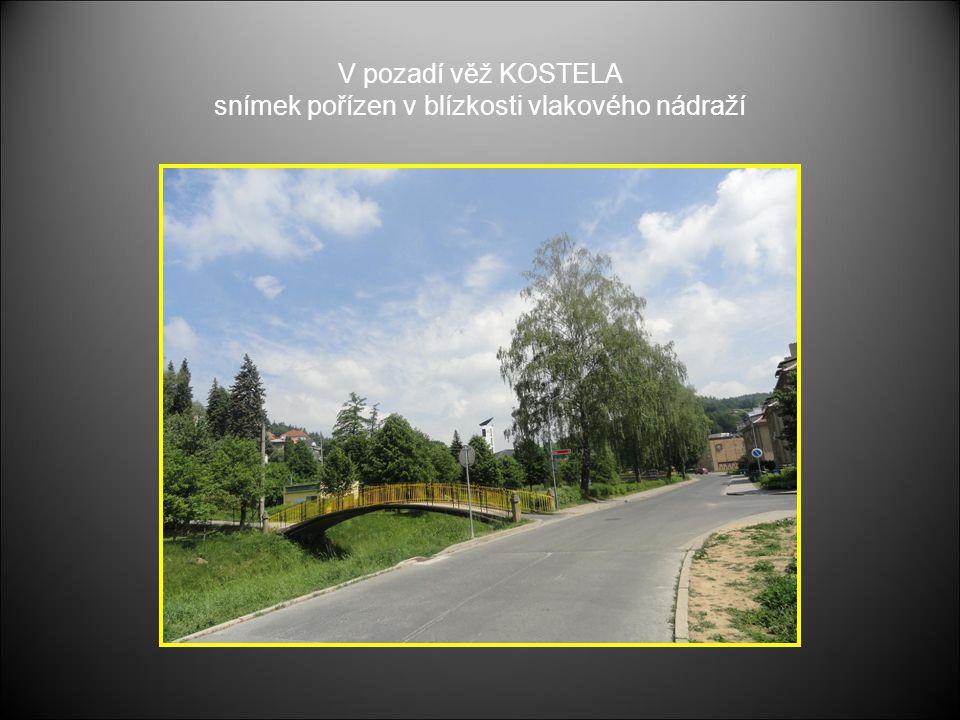 V pozadí věž KOSTELA snímek pořízen v blízkosti vlakového nádraží