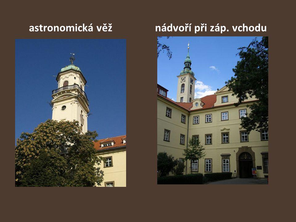 astronomická věž nádvoří při záp. vchodu