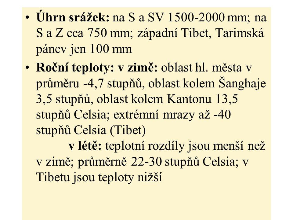 Úhrn srážek: na S a SV 1500-2000 mm; na S a Z cca 750 mm; západní Tibet, Tarimská pánev jen 100 mm