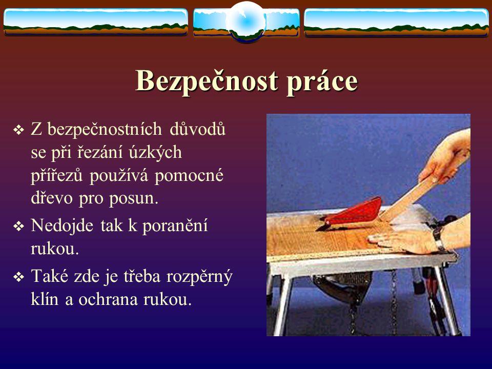 Bezpečnost práce Z bezpečnostních důvodů se při řezání úzkých přířezů používá pomocné dřevo pro posun.