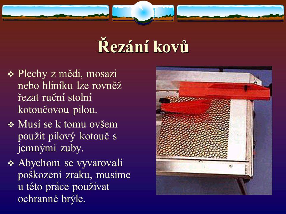 Řezání kovů Plechy z mědi, mosazi nebo hliníku lze rovněž řezat ruční stolní kotoučovou pilou.
