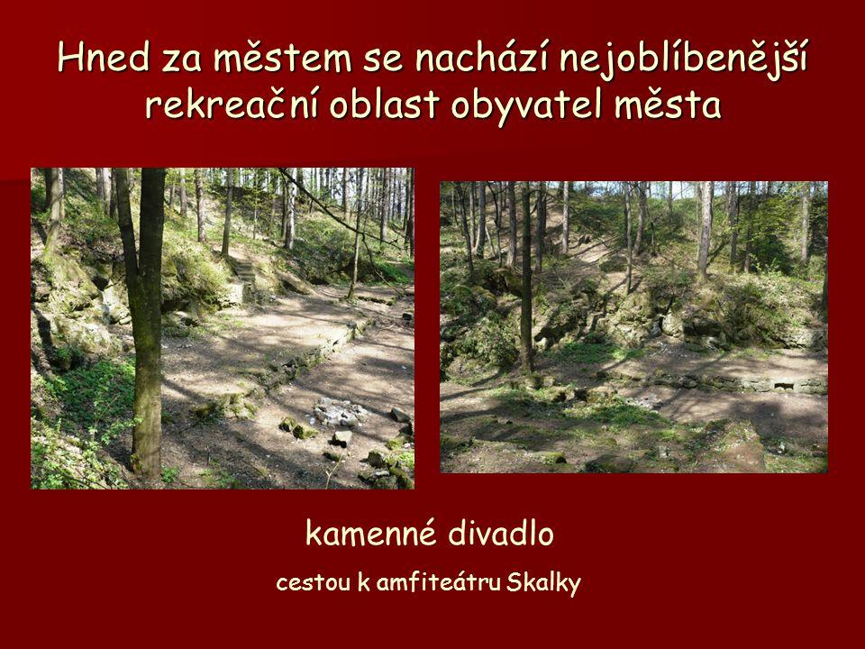 cestou k amfiteátru Skalky