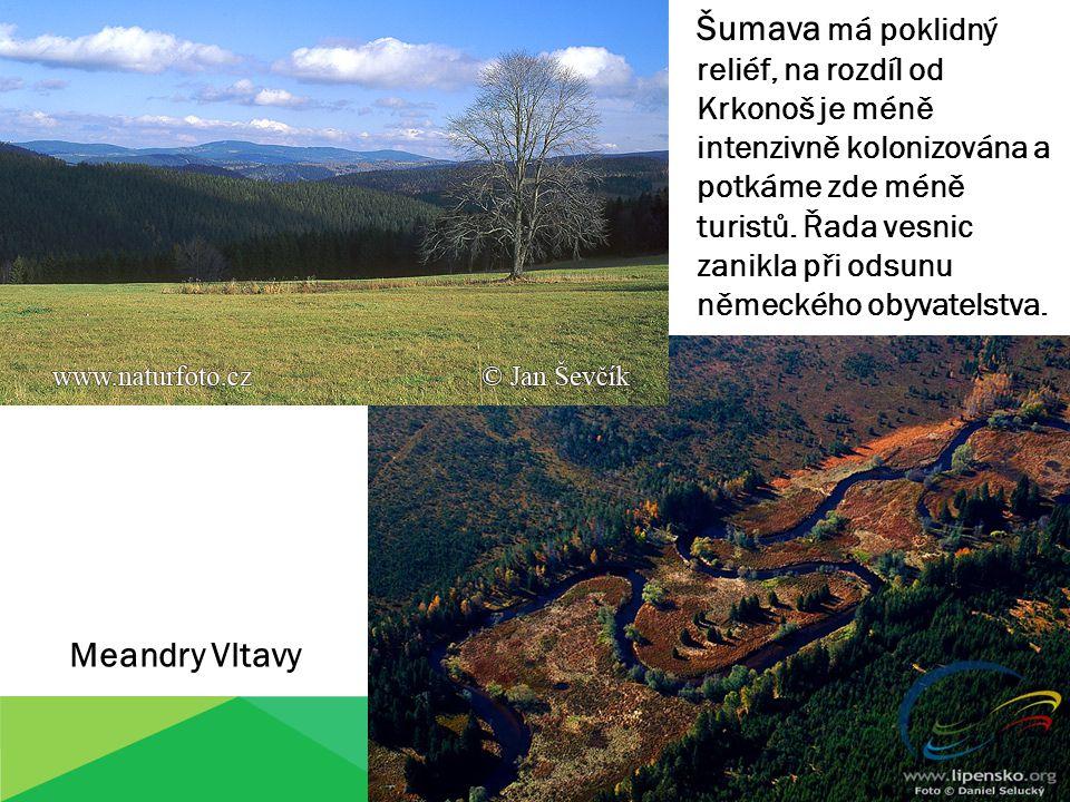 Šumava má poklidný reliéf, na rozdíl od Krkonoš je méně intenzivně kolonizována a potkáme zde méně turistů. Řada vesnic zanikla při odsunu německého obyvatelstva.