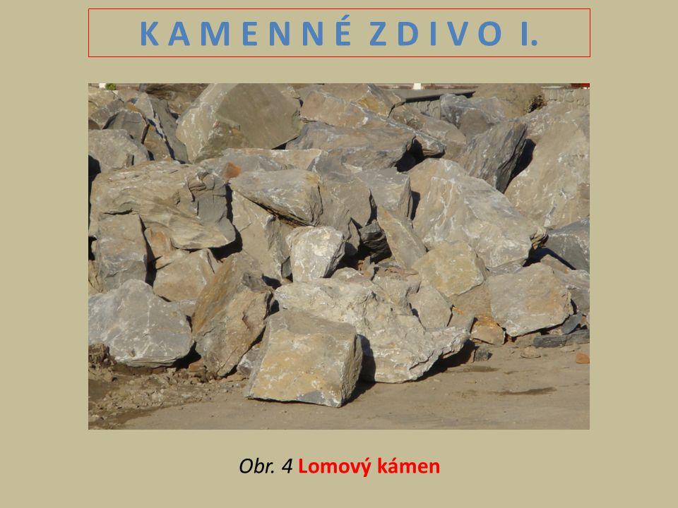 K A M E N N É Z D I V O I. Obr. 4 Lomový kámen