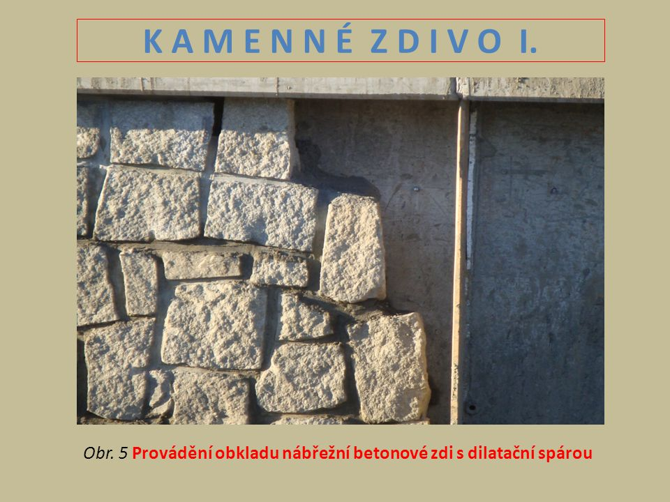 K A M E N N É Z D I V O I. Obr. 5 Provádění obkladu nábřežní betonové zdi s dilatační spárou