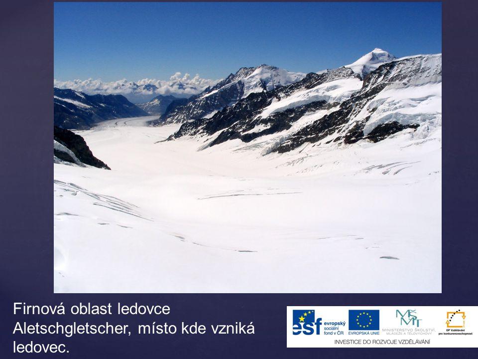 Firnová oblast ledovce Aletschgletscher, místo kde vzniká ledovec.