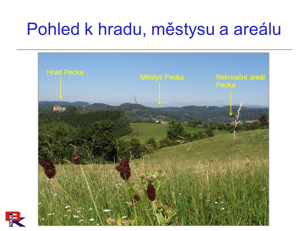 Pohled k hradu, městysu a areálu