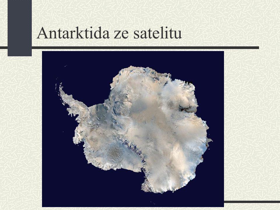 Antarktida ze satelitu