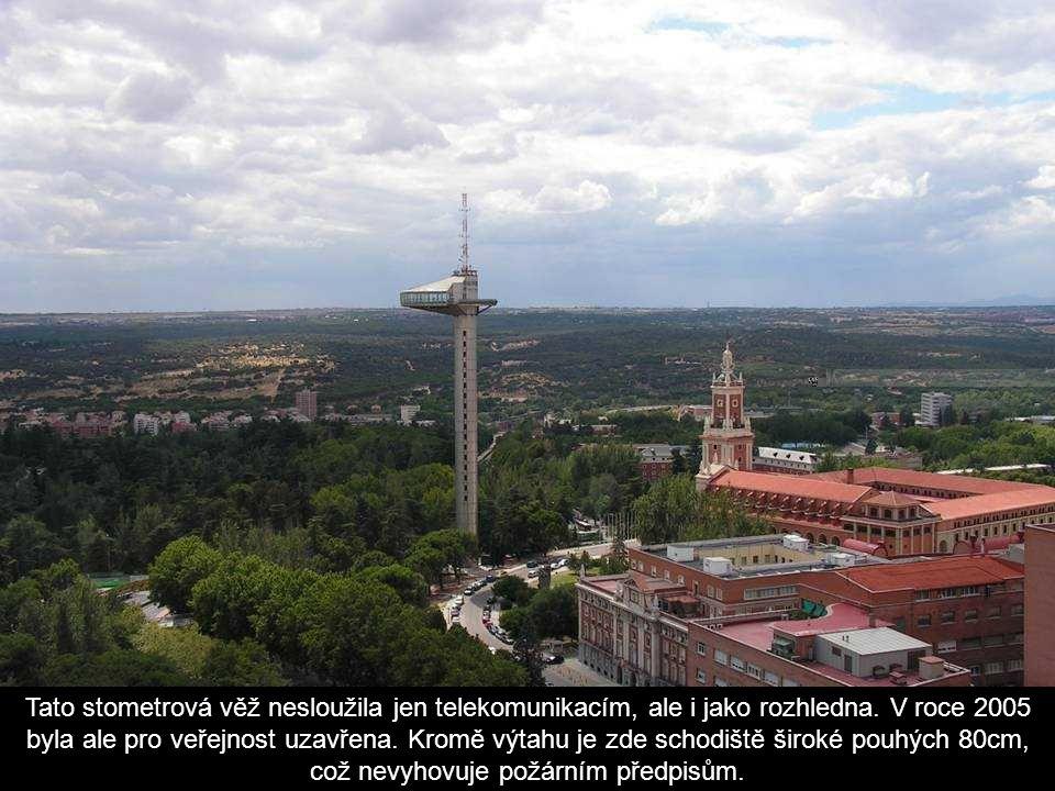 Tato stometrová věž nesloužila jen telekomunikacím, ale i jako rozhledna.