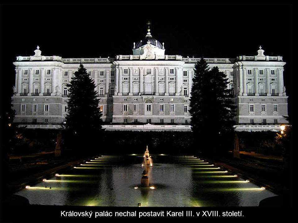 Královský palác nechal postavit Karel III. v XVIII. století.
