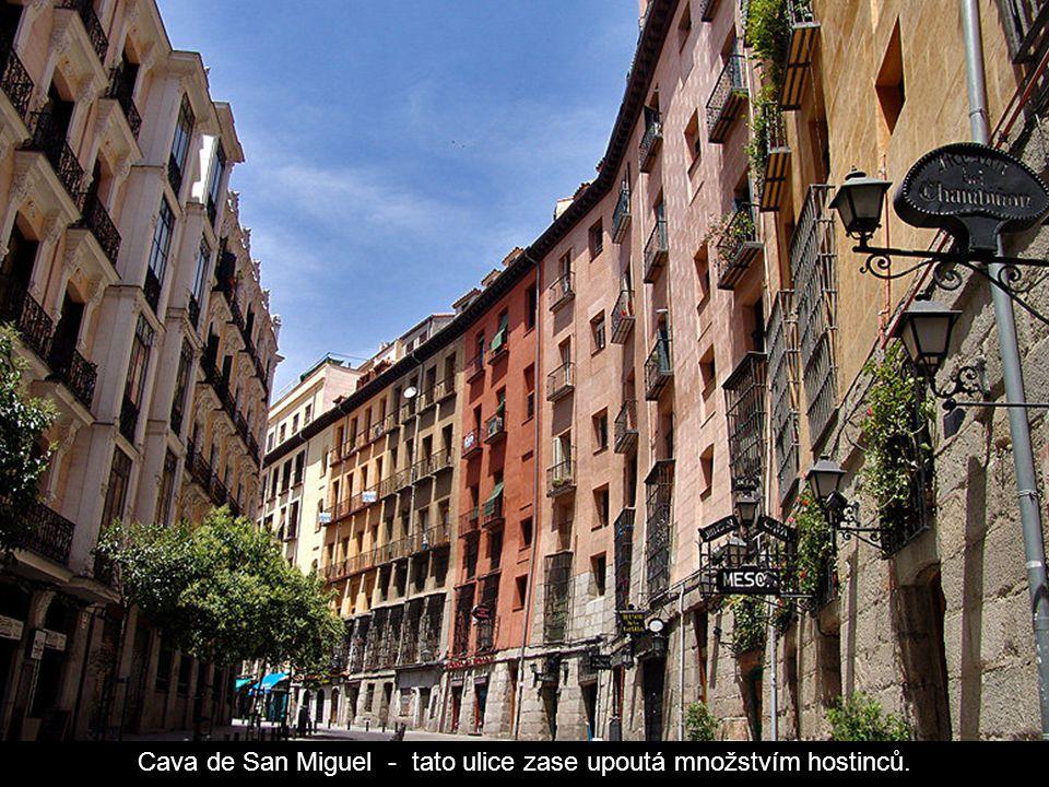 Cava de San Miguel - tato ulice zase upoutá množstvím hostinců.