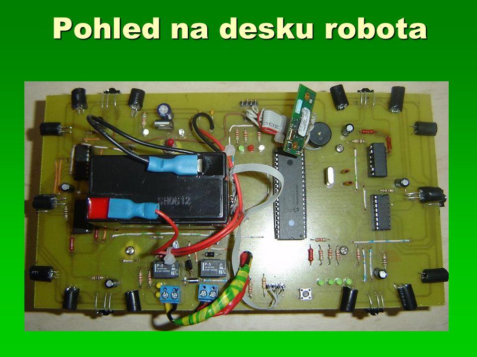 Pohled na desku robota