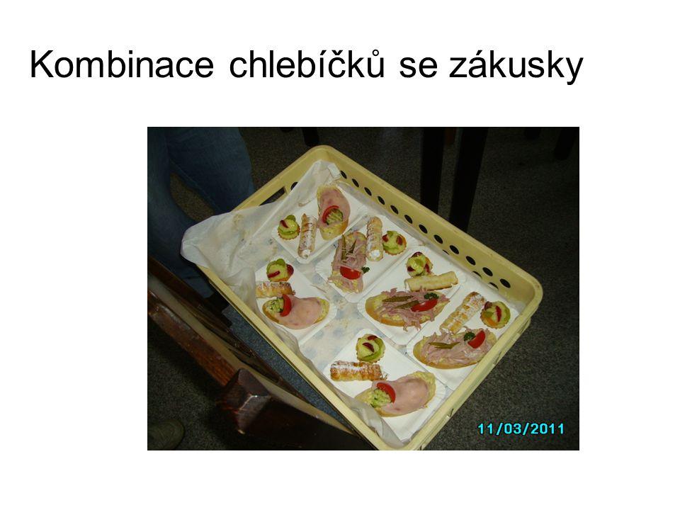 Kombinace chlebíčků se zákusky