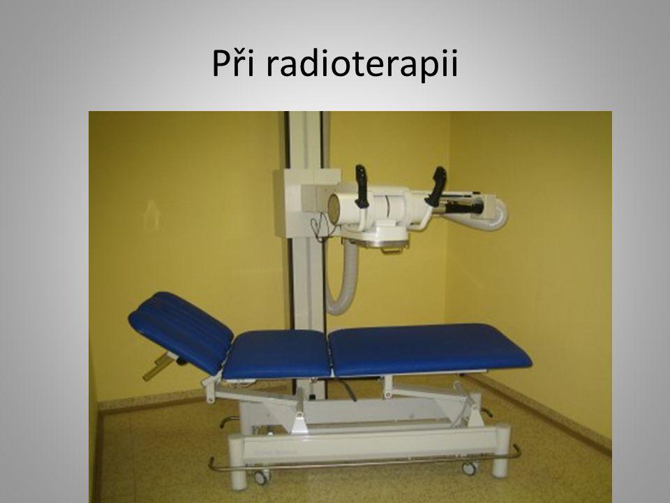Při radioterapii