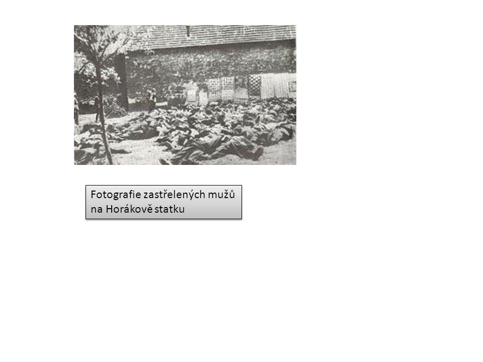 Fotografie zastřelených mužů