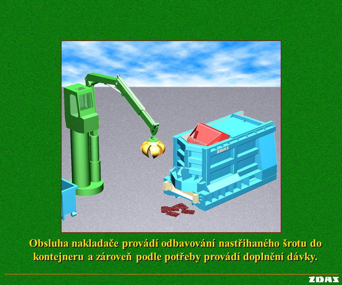 Obsluha nakladače provádí odbavování nastřihaného šrotu do kontejneru a zároveň podle potřeby provádí doplnění dávky.