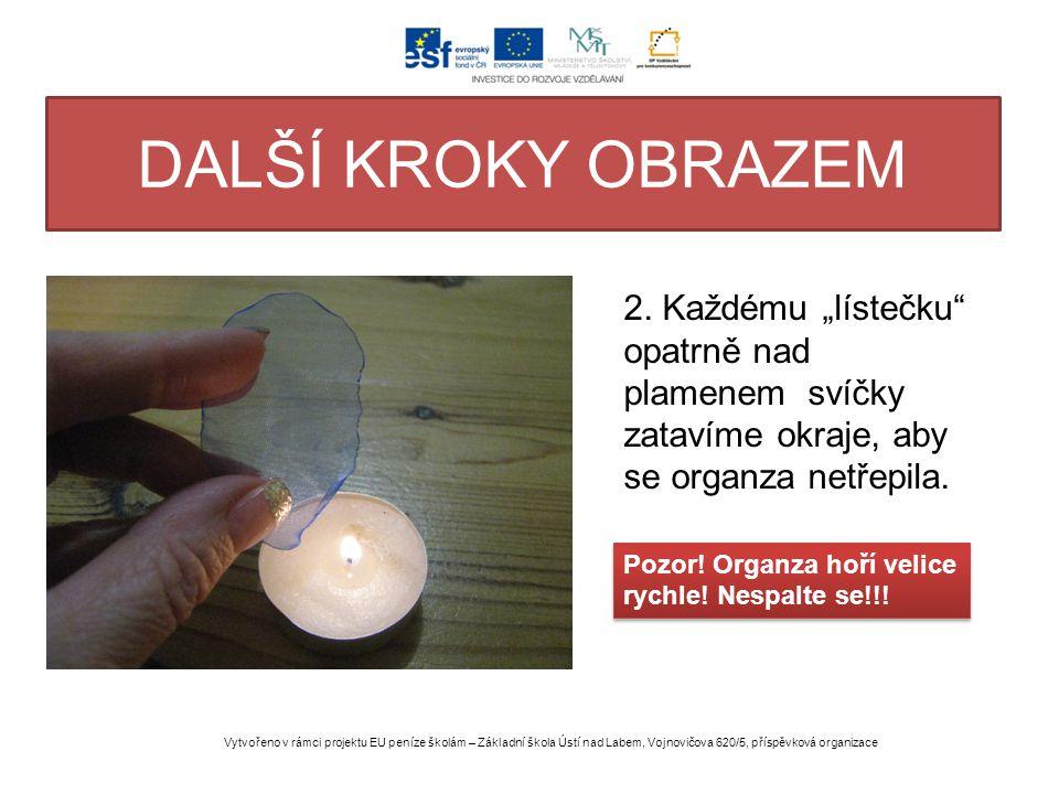 """DALŠÍ KROKY OBRAZEM 2. Každému """"lístečku opatrně nad plamenem svíčky zatavíme okraje, aby se organza netřepila."""