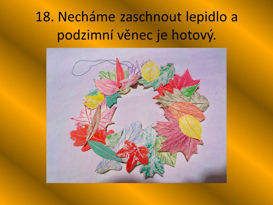 18. Necháme zaschnout lepidlo a podzimní věnec je hotový.