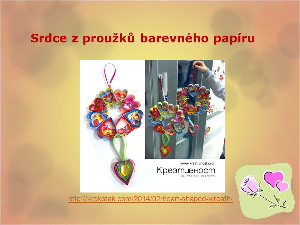 Srdce z proužků barevného papíru