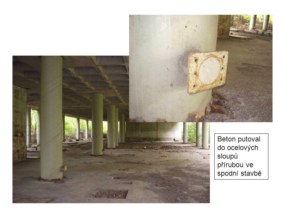 Beton putoval do ocelových sloupů přírubou ve spodní stavbě