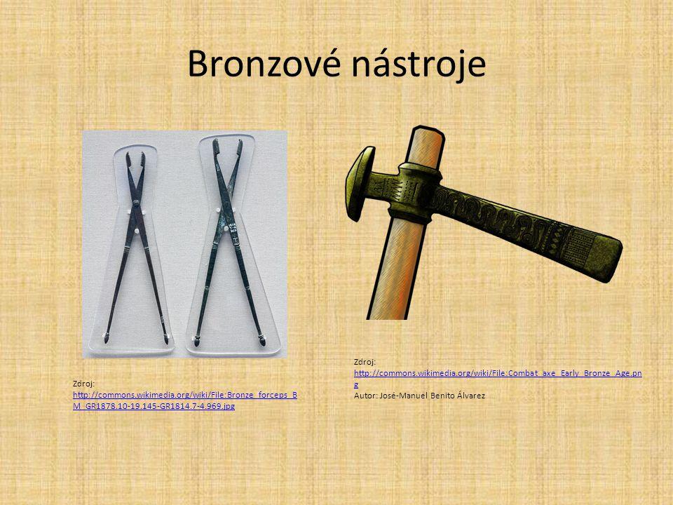 Bronzové nástroje Zdroj: http://commons.wikimedia.org/wiki/File:Combat_axe_Early_Bronze_Age.png. Autor: José-Manuel Benito Álvarez.
