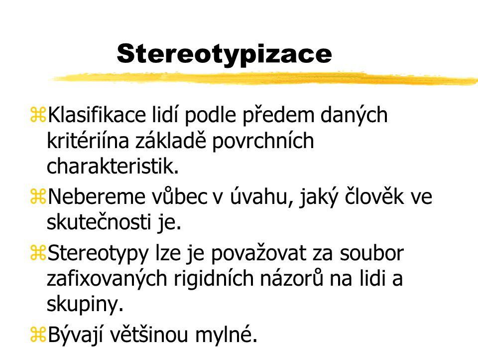 Stereotypizace Klasifikace lidí podle předem daných kritériína základě povrchních charakteristik.