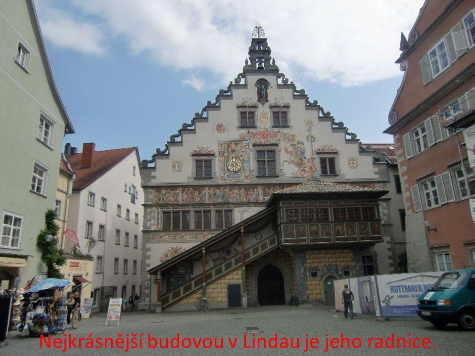 Nejkrásnější budovou v Lindau je jeho radnice.