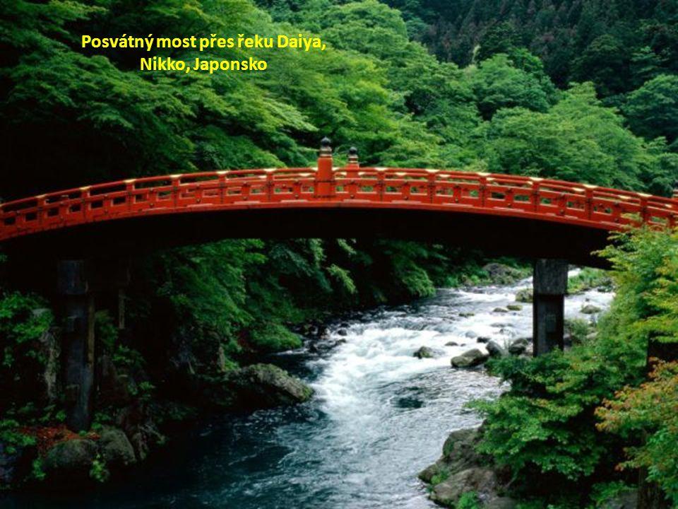 Posvátný most přes řeku Daiya,