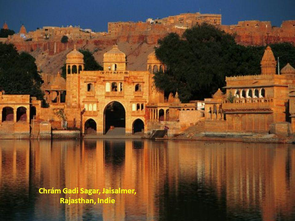 Chrám Gadi Sagar, Jaisalmer, Rajasthan, Indie