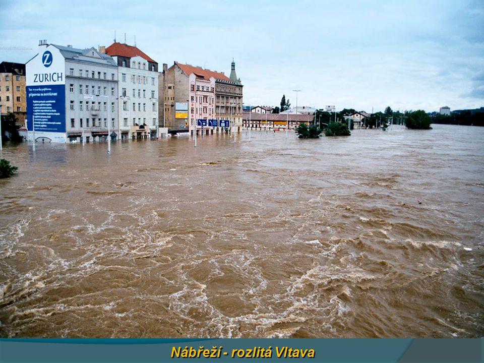 Nábřeží - rozlitá Vltava