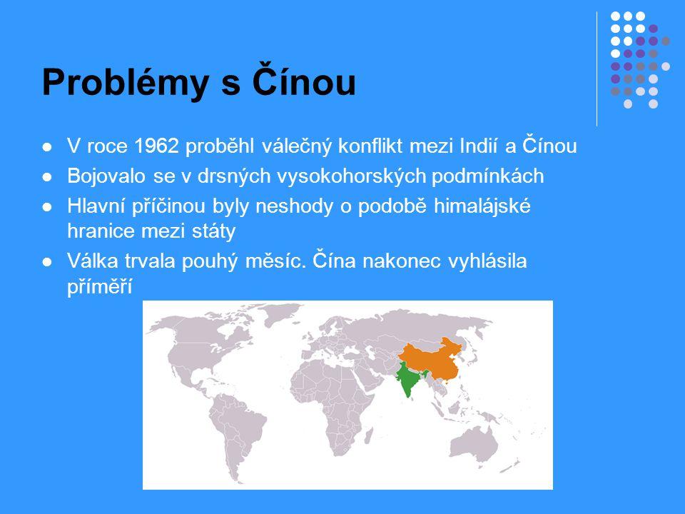 Problémy s Čínou V roce 1962 proběhl válečný konflikt mezi Indií a Čínou. Bojovalo se v drsných vysokohorských podmínkách.